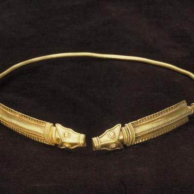 Guldhalsringen från Nousis.