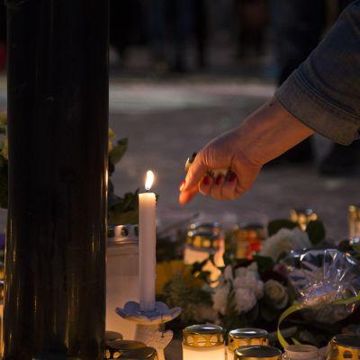 Helsingin Asema-aukio muistotilaisuus