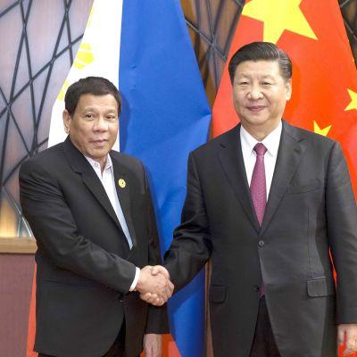 filippiinien presidentti Rodrigo Duterte ja kiinan presidentti Xi Jinping