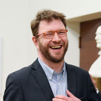 Bild på Timo Harakka från riksdagen