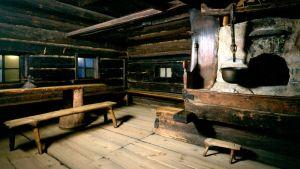 Bild på stugan i ett gammalt finskt torp.