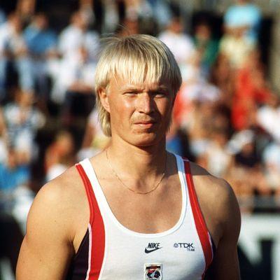 Keihäänheittäjä Tapio Korjus valmistautuu heittoon Soulissa vuonna 1988.