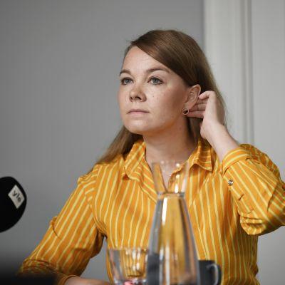 Katri Kulmuni politiikan toimittajien tentissä ravintola Sunnissa.