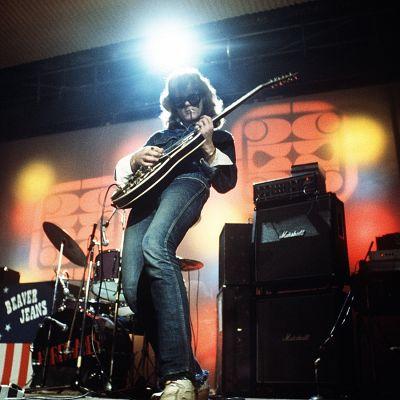 Albert Järvinen soittaa Tavastia-klubilla (1974).