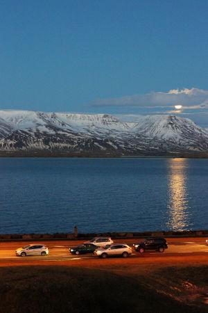 Näkymä Islannin taideakatemian vessasta Reykjavikissa.