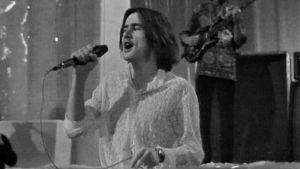 Frank Robson laulaan Tasavallan Presidentin Struggling for Freedomia (1970).