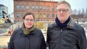 Vasas planläggningsdirektör Päivi Korkealaakso och Arto Nyberg, ordförande för Invånarföreningen i centrala Vasa.