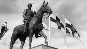 Mannerheimin patsas paljastettiin 4.6.1960.