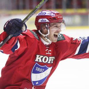 Erik Thorell firar mål.