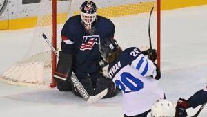 Linus Nyman spelar ishockey i Nordamerika.