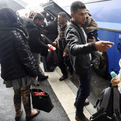 Tornion matkakeskuksen kautta saapui satoja turvapaikanhakijoita Torniossa 18. syyskuuta.