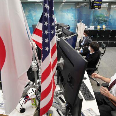 Japanin pörssissä seurataan vaalien ääntenlaskentaa