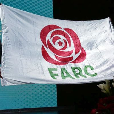 Flagga för Farc som blir politiskt parti.