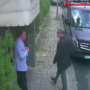 Jamal Khashoggi som anländer till Saudiarabiens konsulat där han senare mördas.