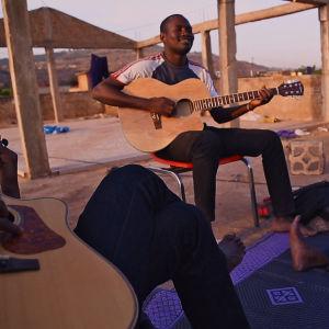 Malin musiikki ei vaikene (They Will Have to Kill Us First). Dokumenttielokuva.