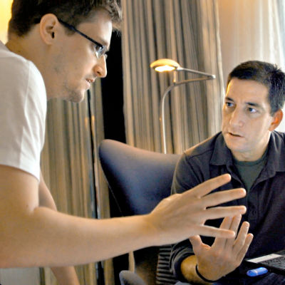 Edward Snowden ja Glenn Greenwald keskustelevat
