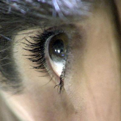 Lähikuva naisen silmästä