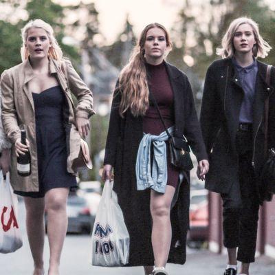 Vasemmalta Chris (Ina Svenningdal), Vilde (Ulrikke Falch), Eva (Lisa Teige), Noora (Josefine Frida Pettersen) & Sana (Iman Meskini).