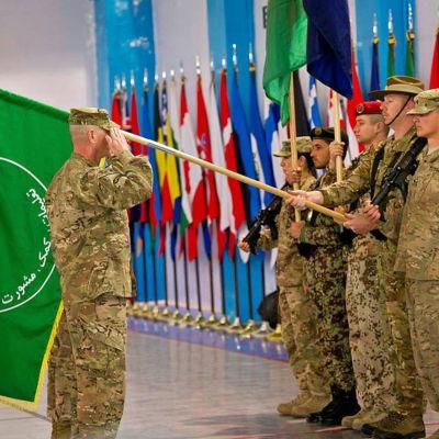 flaggbytesceremoni i Kabul.