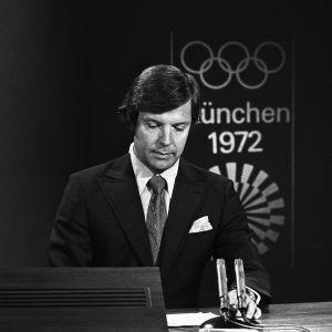 Heikki Kahila lukee uutisia vuonna 1972.