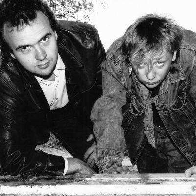 Miljoonasateen Olli  Heikkinen ja Heikki Salo tekivät viikottaista Pahat Pojat ohjelmaa Radio Jyväskylään 1980-luvun lopulla.