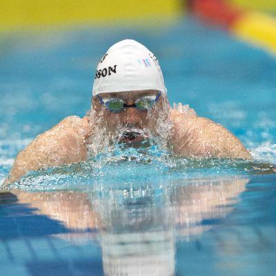 Ensin ennätysvuorossa Matti Mattsson, lajina 100m rintauinti.