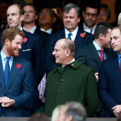 Prinssi Harry, prinssi Philip ja prinssi William seurasivat rugbyn maailmanmestaruuskilpailujen loppuottelua Lontoossa.