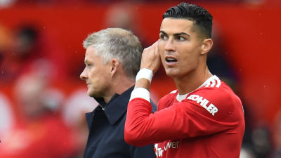 Ole Gunnar Solskjär och Cristiano Ronaldo tittar åt olika håll.