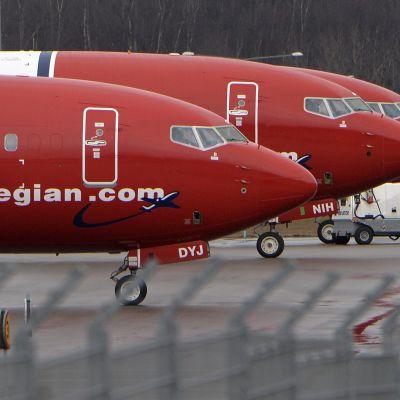Norwegianin koneita lentokentällä.