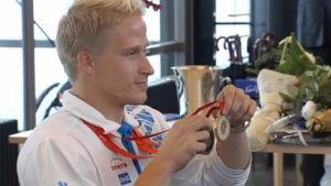 LeoLeo-Pekka Tähti kultamitaleineen (2008)