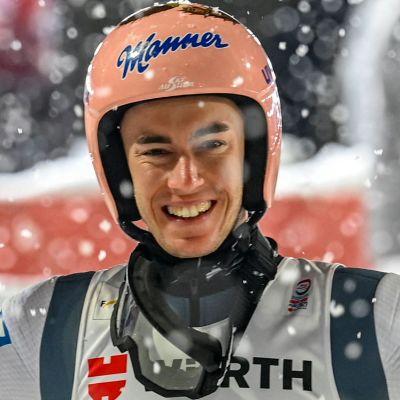 Stefan Kraft jublar över VM-guld.