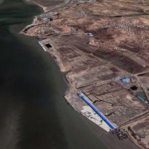 Satelliittikuvassa satama-alue maaliskuussa 2021.