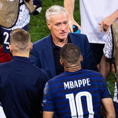 Frankrike deppar efter uttåget i EM.