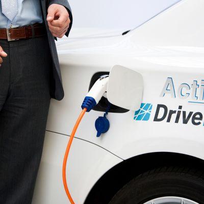 DriveNow -autoa ladataan