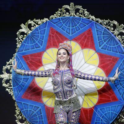 Catriona Gray fantasia-asukierroksella Miss Universum 2018 -kilpailussa Thaimaassa.