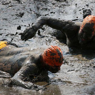 Kilpailijoita mudassa Saksan Brunsbuettelissa.