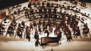 Pianotaiteilija Murray Perahia soittaa RSOn solistina 11.9.2015.