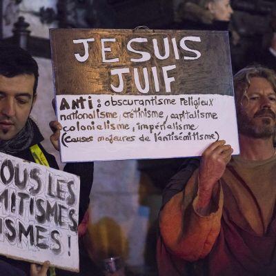 Pariisin mielenosoitukseen osallistui myös keltaliivejä, jotka sanoutuivat irti antisemitismistä.