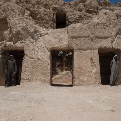Yli 450-neliöiseen hautakammioon johtaa18 sisäänkäyntiporttia.