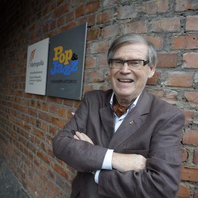 Musiikkineuvos Klaus Järvinen kuvattuna Helsingin Pop & Jazz Konservatoriolla vuonna 2011.