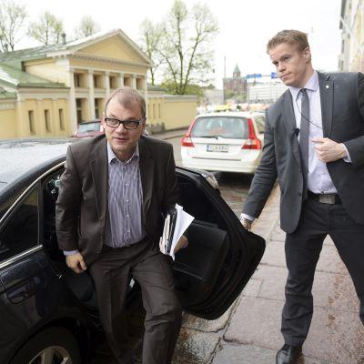 Hallitusneuvotteluiden vetäjä, keskustan puheenjohtaja Juha Sipilä saapui Smolnaan Helsingissä sunnuntaina 24 toukokuuta.