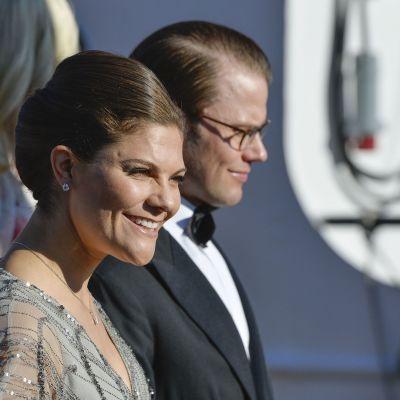 Ruotsin kruununprinsessa Victoria ja prinssi Daniel valokuvattuna kesäkuussa Tukholmassa.