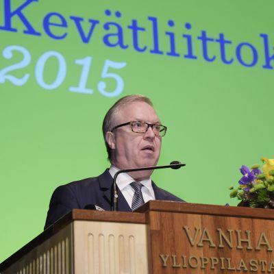 Akavan puheenjohtaja Sture Fjäder Akavan liittokokouksessa 26. toukokuuta Helsingissä.