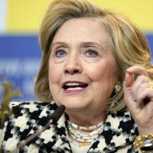 Hillary Clinton ilmoitti tukevansa Joe Bidenia.