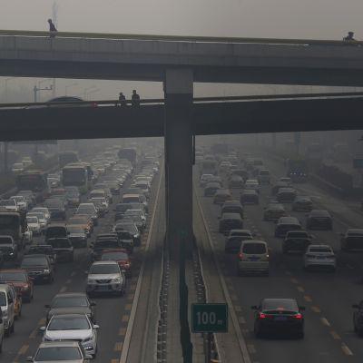 Ilmansaasteita Pekingissä huhtikuussa 2016.