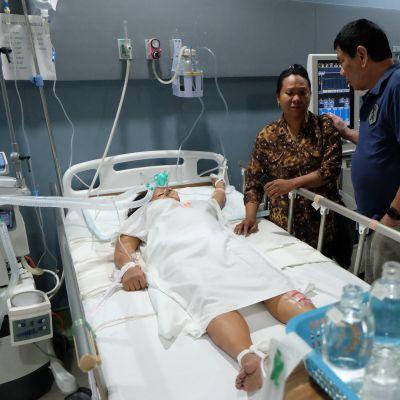 Filippiinien presidentti vieraili pommi-iskussa loukkaantuneiden luona Davasosa 2. syyskuuta.