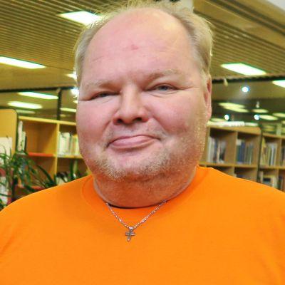 Jyrki Joukoinen osallistui Hämeenlinnan Kokemuskirjastoon, joka oli järjestetty asunnottomien hyväksi