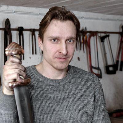 Arkeologi ja seppä Mikko Moilanen