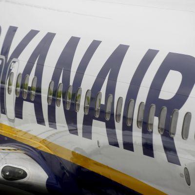 Ryanairin kone kuvattuna maaliskuussa Latvian Riiassa.