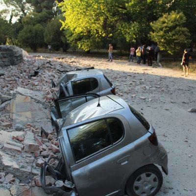 Maanjäristyksen aiheuttamia tuhoja Tiranassa, Albaniassa.